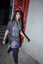 Bipasha Basu snapped at PVR, Mumbai on 22nd Jan 2013(21).JPG