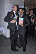Vinod Nair at Vinod Nair hosts bash for Greogry David Roberts in Le Sutra, Mumbai on 21st Jan 2013 (6).JPG