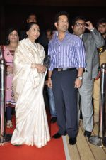 Sachin Tendulkar and Asha Bhosle at Mai Music launch in Grand Haytt, Mumbai on 22nd Jan 2013 (12).JPG