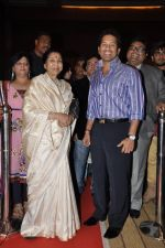 Sachin Tendulkar and Asha Bhosle at Mai Music launch in Grand Haytt, Mumbai on 22nd Jan 2013 (13).JPG