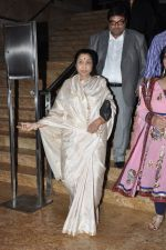 Sachin Tendulkar and Asha Bhosle at Mai Music launch in Grand Haytt, Mumbai on 22nd Jan 2013 (7).JPG