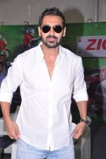 John ABraham at Mumbai International Motor Show in BKC, Mumbai on 24th Jan 2013 (23).JPG