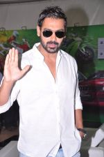 John ABraham at Mumbai International Motor Show in BKC, Mumbai on 24th Jan 2013 (24).JPG