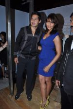 Bipasha Basu, Dino Morea laucnehs Dino_s fintess brand at Worli Fest in Mumbai on 27th Jan 2013 (12).JPG
