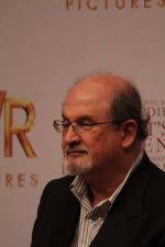 Salman Rushdie at Midnight Childrens Press Conference in NCPA, Mumbai on 29th Jan 2013 (25).jpg