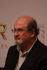 Salman Rushdie at Midnight Childrens Press Conference in NCPA, Mumbai on 29th Jan 2013 (27).jpg
