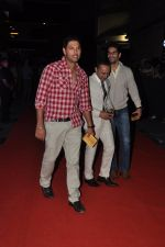 Yuvraj Singh at the Premiere of Midnight_s Children in PVR, Pheonix, Mumbai on 31st Jan 2013 (46).JPG