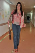 Pooja Bedi at Bhavna Jasra_s First impression gallery launch in  Kokilaben Ambani Hospital, Mumbai on 1st Jan 2013 (11).JPG