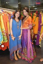 Shruti Sancheti with Iris Maiety at Hue for Shruit Sancheti in Inox, Mumbai on 2nd Feb 2013.jpg
