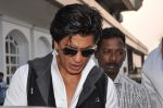 Shahrukh Khan snapped in Bandra, Mumbai on 4th Feb 2013 (10).JPG