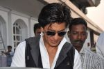 Shahrukh Khan snapped in Bandra, Mumbai on 4th Feb 2013 (11).JPG
