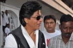 Shahrukh Khan snapped in Bandra, Mumbai on 4th Feb 2013 (13).JPG