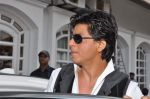 Shahrukh Khan snapped in Bandra, Mumbai on 4th Feb 2013 (15).JPG