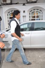 Shahrukh Khan snapped in Bandra, Mumbai on 4th Feb 2013 (7).JPG