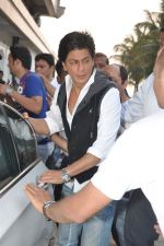 Shahrukh Khan snapped in Bandra, Mumbai on 4th Feb 2013 (8).JPG