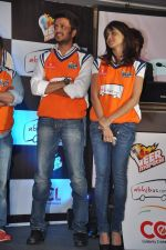 Ritesh Deshmukh, Genelia D Souza introduces his CCL team in Trident, Mumbai on 8th Feb 2013 (38).JPG