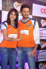 Ritesh Deshmukh, Genelia D Souza introduces his CCL team in Trident, Mumbai on 8th Feb 2013 (46).JPG