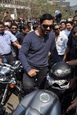 John Abraham at safety drive rally by 600 bikers in Bandra, Mumbai on 10th Feb 2013 (58).JPG