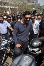 John Abraham at safety drive rally by 600 bikers in Bandra, Mumbai on 10th Feb 2013 (59).JPG