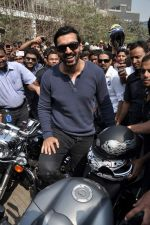 John Abraham at safety drive rally by 600 bikers in Bandra, Mumbai on 10th Feb 2013 (60).JPG