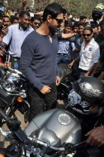 John Abraham at safety drive rally by 600 bikers in Bandra, Mumbai on 10th Feb 2013 (61).JPG