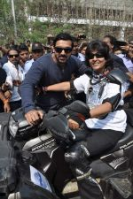 John Abraham at safety drive rally by 600 bikers in Bandra, Mumbai on 10th Feb 2013 (65).JPG