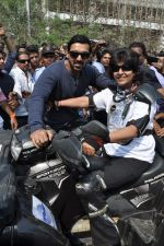 John Abraham at safety drive rally by 600 bikers in Bandra, Mumbai on 10th Feb 2013 (66).JPG