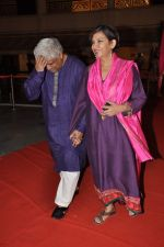 Shabana Azmi, Javed Akhtar at Anjan Shrivastav son_s wedding reception in Mumbai on 10th Feb 2013 (5).JPG