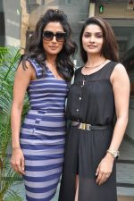 Chitrangada Singh, Prachi Desai at I Me Aur Main press conference in Escobar, Mumbai on 11th Feb 2013 (12).JPG