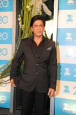 Shahrukh Khan at Zee 20 years celebration in Mumbai on 11th Feb 2013 (15).JPG