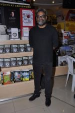 R Balki at the launch of Shatrujeet Nath_s book The Karachi Deception in Crossword, Mumbai on 13th Feb 2013 (14).JPG