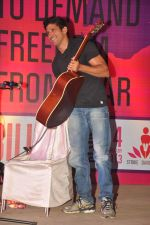 Farhan Akhtar at the 1 Billion Rising concert in Mumbai on 14th Feb 2013 (37).JPG