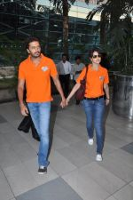 Ritesh Deshmukh, Genelia D Souza with Team Veer Marathi returns from Ranchi in Mumbai on 25th Feb 2013 (18).JPG