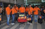 Ritesh Deshmukh, Genelia D Souza with Team Veer Marathi returns from Ranchi in Mumbai on 25th Feb 2013 (2).JPG