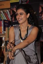 Kajol at the book launch of The Oath Of Vayuputras by Amish in Mumbai on 26th Feb 2013 (33).JPG