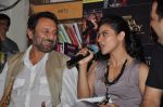 Kajol, Shekhar Kapur at the book launch of The Oath Of Vayuputras by Amish in Mumbai on 26th Feb 2013 (9).JPG