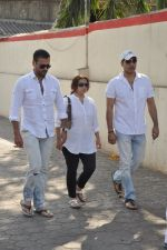 Rohit Roy at sonu nigam_s mom_s funeral in Mumbai on 1st March 2013 (177).JPG