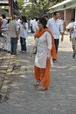 at sonu nigam_s mom_s funeral in Mumbai on 1st March 2013 (168).JPG