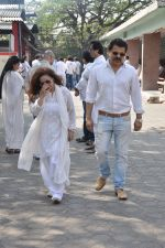 at sonu nigam_s mom_s funeral in Mumbai on 1st March 2013 (185).JPG