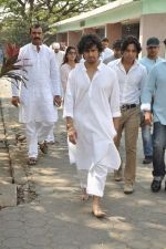 sonu nigam_s mom_s funeral in Mumbai on 1st March 2013 (1).JPG