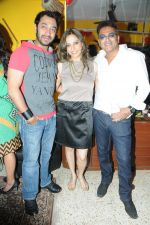 Hiten Paintal, Preety Bhalla and Deepu Paul at Preety Bhalla_s birthday bash .JPG