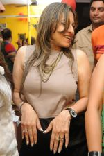 Preety Bhalla Dancing at Preety Bhalla_s birthday bash .JPG
