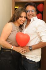 Preety Bhalla with Deepu Paul at Preety Bhalla_s birthday bash.JPG