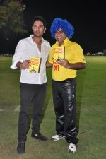 Yuvraj Singh, Shailendra Singh at the launch of Shailendra Singh_s new book in Mumbai on 4th March 2013 (142).JPG