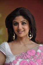 Shilpa Shetty with leading chefs on the sets of Nach Baliye in Filmistan, Mumbai on 5th March 2013 (22).JPG