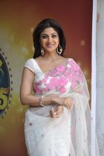 Shilpa Shetty with leading chefs on the sets of Nach Baliye in Filmistan, Mumbai on 5th March 2013 (8).JPG