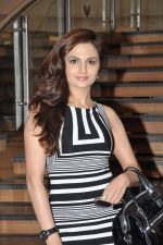 Monica bedi at Model Shamita Singha hosts women_s day special lunch at Grillopolis in Phoniex Market City, Mumbai on 8th March 2013 (54).JPG