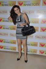 Monica bedi at Model Shamita Singha hosts women_s day special lunch at Grillopolis in Phoniex Market City, Mumbai on 8th March 2013 (56).JPG
