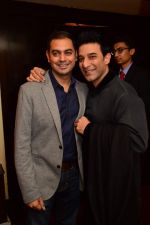 Sid Mathur with Suneet Varma at Smoke House Cocktail Club in Capital, Mumbai on 9th March 2013.jpg