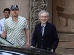 Steven Spielberg snapped outside Taj Lands End, Mumbai on 11th March 2013 (86).JPG